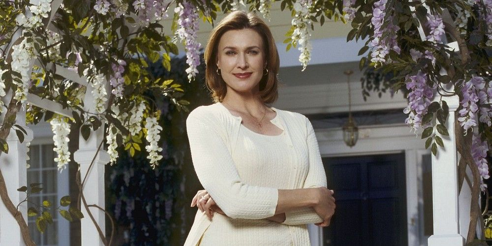 brenda strong desperate housewives supergirl season 2